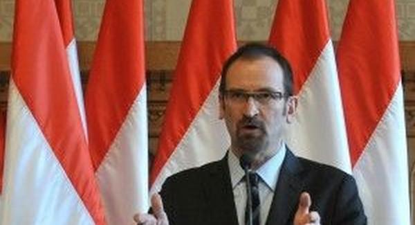 Szájer tanár úr kioktatta a Velencei Bizottságot