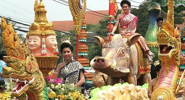 A hagyományos thai újévi fesztivál