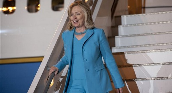 Hillary Görögországban tárgyal
