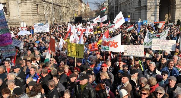 Tízezres ellenzéke van a diktatúrának