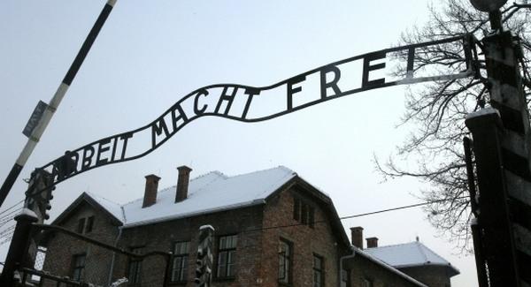 Orbán smucig, ha Auschwitzról van szó