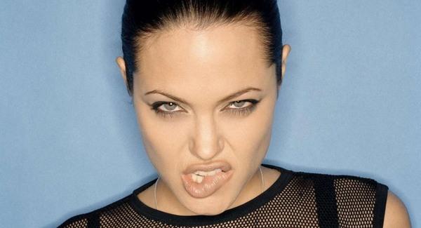 Angelina Jolie támogatja az erőszak elleni kampányt