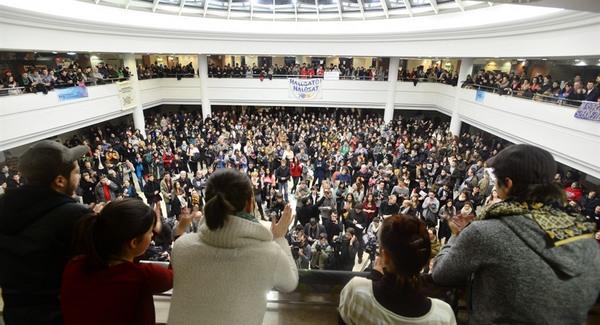 Egyetemisták lázadása kezdődött