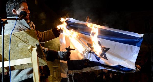 Izraeli zászlót égetett a Jobbik volt képviselője