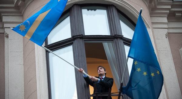Milliókkal segíti Erzsébetváros a jobboldali sajtót