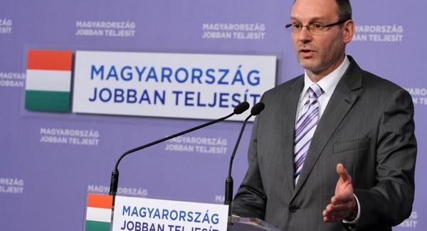 """Ki lopta el a """"magyar emberek"""" nyugdíját?"""