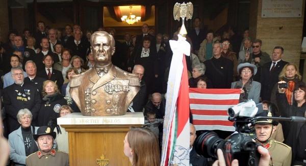 Az amerikai nagykövetség is elítéli a szoborállítást